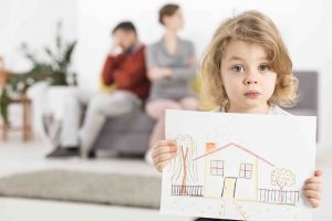 kids stay in home divorce